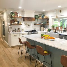 Eclectic Kitchen Fallon Burch's open concept kitchen is everyone's kitchen with its cozy modern vibe. It's one part boho, one part farmhouse, and one part mo Eclectic Kitchen, Boho Kitchen, Modern Farmhouse Kitchens, Home Decor Kitchen, Interior Design Kitchen, New Kitchen, Earthy Kitchen, Kitchen Ideas, One Wall Kitchen