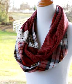 15 Minute Plaid and Lace Infinity Scarf- 15 Minute Plaid and Lace Infinity Scarf Simple Plaid DIY Scarf - Diy And Crafts Sewing, Diy Sewing Projects, Sewing Tutorials, Sewing Patterns, Sewing Ideas, Scarf Patterns, Sewing Tips, Sewing Case, Fabric Crafts