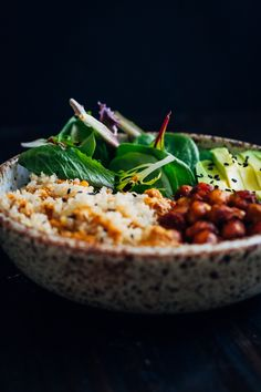 This vegan buddha bowl has it all - fluffy quinoa, crispy spiced chickpeas, and mixed greens, topped with a mouthwatering red pepper sauce! Vegan Foods, Vegan Dishes, Vegan Vegetarian, Vegetarian Recipes, Raw Food Recipes, Veggie Recipes, Cooking Recipes, Healthy Recipes, Healthy Cooking