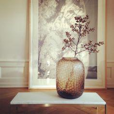 The architects choice vase. Bordet er PK61 af Poul Kjærholm