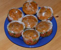 Mrkvové muffiny ( bezlepkové) Gluten Free Carrot Muffins, Foods With Gluten, Carrots, Food And Drink, Healthy Recipes, Breakfast, Sweet, Desserts, Glutenfree