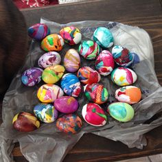 Hometalk :: Marbleized Easter Eggs Using Nail Polish  Just in time for Easter....
