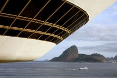 Museu de Arte Contemporânea - Niterói (Rio de Janeiro)- Projeto de Oscar Niemeyer, by Claudio Marcio Lopes
