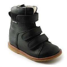 6c8e55197cb Børnetøj, fodtøj, flyverdragter til børn og babyer - Hurtig levering god  service. Sorte velcro støvler fra Rap med ...