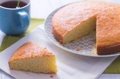 La torta con farina di riso è un dolce semplice e fragrante gluten free, perfetto per iniziare la giornata o fare una deliziosa merenda il pomeriggio!