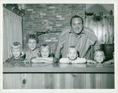 Bonanza dan blocker and his kids . Old Movie Stars, Classic Movie Stars, Classic Movies, Old Tv Shows, Movies And Tv Shows, Bonanza Tv Show, Pernell Roberts, Michael Landon, Tv Westerns