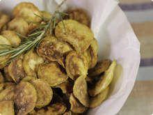Aprenda a fazer esse chips de abobrinha com sal de alecrim