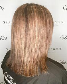 Strawberry Blonde Hair: Light & Dark Highlights and Style Ideas Strawberry Blonde Highlights, Dark Highlights, Shades Of Blonde, Blonde Color, Blonde Sombre, Brown Eyeshadow, Bleached Hair, New Hair Colors, Cute Hairstyles