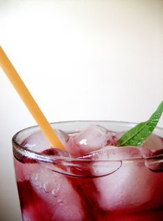 Cherry Jubilee: Easy Cherry Syrup and a Sparkling Cherry Cooler Recipe Cherry Drink, Sour Cherry, Cherry Tart, Bing Cherries, Frozen Cherries, Tart Cherries, Cherry Syrup, Fruit Drinks, Beverages