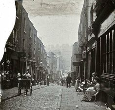 In I went on a study trip to London. This is an image of a London street… Victorian London, Victorian Street, Victorian Life, Vintage London, London Pictures, London Photos, Old Pictures, Old Photos, Vintage Photos