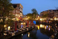 Donker+Utrecht+-+Oudegracht+tussen+Jansbrug+en+Bakkerbrug