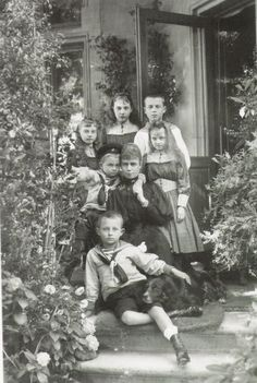Princess Thyra of Cumberland and her family.