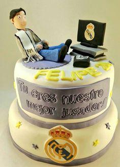 ¿Eres hincha -de los buenos- del @realmadrid? ⚽🏀 Pues te mereces esta tarta!! 🎂🎂 Pide que te la regalen www.tartasgourmet.com