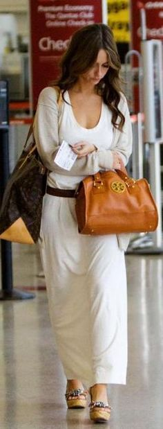 Who made Jennifer Love Hewitt's brown purses that she wore at the airport? Purse (brown) – Louis Vuitton  Purse (tan) – Tory Burch Anna Satchel