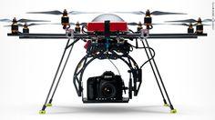 Un repas servi à domicile avec un drone.  //  Un livraison de courrier par un drone //  15 ways drones will change your life
