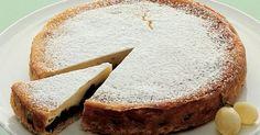 Ostekage er velsmagende, lækker og en sikker vinder som dessert. Den cremede flødeost, de søde svesker og den syrlige appelsinsaft går fantastisk i spænd.