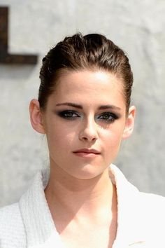 Kristen Stewart Fully Dependent On 'Girlfriend' Alicia Cargile? Personal Assistant Makes Robert Pattinson's Ex Focus On Acting - http://imkpop.com/kristen-stewart-fully-dependent-on-girlfriend-alicia-cargile-personal-assistant-makes-robert-pattinsons-ex-focus-on-acting/