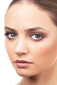 How to wear bronze make-up: How to apply bronzer: How to do beach make-up (BridesMagazine.co.uk)