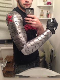Winter Soldier Arm tutorial using worbla, by Sketch McDraw ... Qué será…