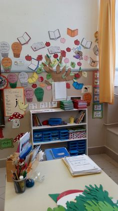 Το βιβλιοδεντρο Classroom, Education, School, Home Decor, Literature, Room Decor, Schools, Home Interior Design, Learning