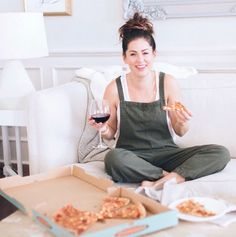 As most of you know (from my multiple emotional insta stories . sorry guys .) that we have packed up our house, it& now in the possession of the lucky new owners and… Our Last Night, Jillian Harris, Lounge Outfit, Packing Boxes, Shopping Day, Home Buying, Style Icons, Urban Outfitters, Pizza