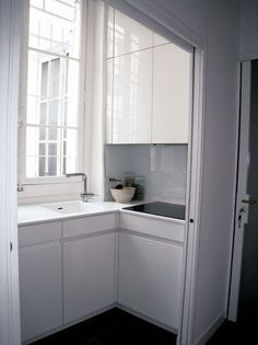That is a pretty space-efficient kitchen design, I love the sink placement.