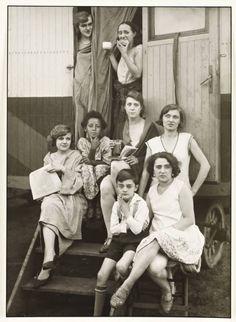 August Sander. Circus People Zirkusleute 1926-32