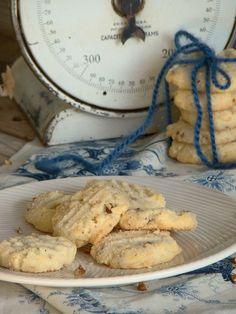 Potato Chip Pecan Cookies www.budgetgourmetmom.com #cookie #recipe #potatochips