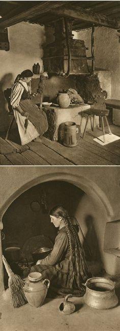 Mirifica Romanie in Alb Si Negru - 1933 Costume Castle, Old Photos, Vintage Photos, Romania People, Romanian Girls, Little Paris, Cinema Theatre, Moldova, Mountain Resort