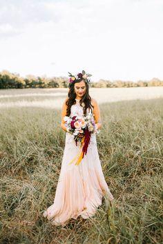Blush and burgundy boho wedding style | Image by Sarah Libby Photography