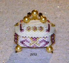 A very tiny handmade beaded box. :) Design by Claudia of Happyland.. Love it.. its so cute.