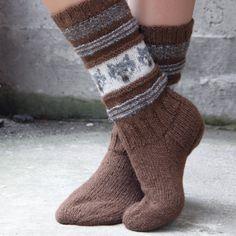 Skostørrelse: / Garnforbruk: Fjord sokkegarn BF brun 100 G Mørk grå 50 G Lys… Wool Socks, Knitting Socks, High Knees, Sock Shoes, Leg Warmers, Mittens, Knit Crochet, Sewing Projects, Slippers