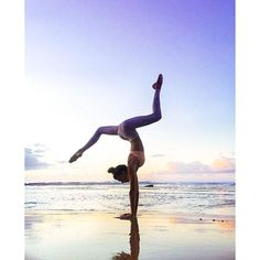 Absolutely stunning Stag Leg Handstand by @SjanaElise. She is featured in the Sunny Strappy Bra & Airbrush Legging. #aloyoga #beagoddess http://www.aloyoga.com/women/bottoms/leggings/w5374r-airbrush-legging