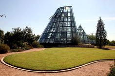 Image 9 of 9 from gallery of Spotlight: Emilio Ambasz. Lucile Halsell Conservatory at the San Antonio Botanical Garden (1988). Image © Flickr user joevare licensed under CC BY-ND 2.0