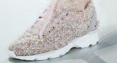 Tênis de alta costura da Chanel #chanel #sneaker #tenis #luxo #luxury #altacostura #hautecouture #fashion #moda
