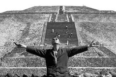 the-girl-who-fell-to-the-earth: David Bowie in Tenochtitlan.