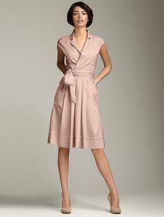 Платье-рубашка в бежевом цвете никогда не будет лишним