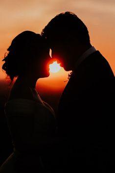 ¿Quieres una boda en otoño y tienes dudas? Aquí te contamos cómo hacer tu boda perfecta  #boda #otoño #weddingstationery #destinationwedding #weddingparties #WeddingPlanning #weddingplanning #winterwedding #fall  #bodasnet #rusticwedding Love Wallpaper, Bridal Fashion, Timeline, Bridal Style, Couple Goals, Silhouette, Wedding, Ideas, In Season Produce