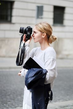 Taking your photo while looking tres tres chic. Paris. #AllThePrettyPhotographers