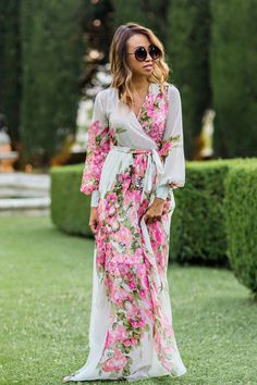 I love everything about this pretty floral wrap maxi dress Floral Fashion, Petite Fashion, Boho Fashion, Fashion Dresses, Runway Fashion, Spring Fashion, Fashion Jewelry, Fashion Trends, Moda Floral