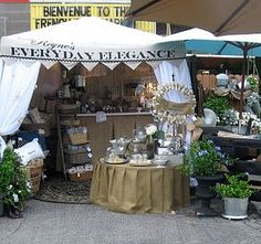 d reyne's: great booth display! like the low round table the pleated burlap table skirts and the welcome wreath Craft Show Booths, Craft Fair Displays, Market Displays, Craft Show Ideas, Store Displays, Display Ideas, Booth Ideas, Retail Displays, Popup