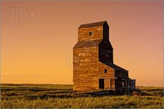 Abandoned grain elevator in the ghost town of Bents on the Canadian prairies during a golden sunset O Canada, Alberta Canada, Canadian Prairies, Land Of The Living, Immigration Canada, Canadian History, American History, Saskatchewan Canada, Nostalgia