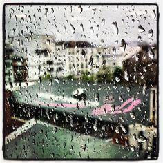 La lluvia ha vuelto a las oficinas de vente-privee.com en París...  #venteprivee