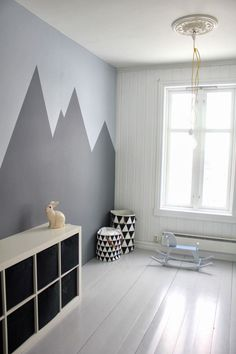 wohnideen wandbemalung kinderzimmer geometrische gestaltung The post Wandbemalung Kinderzimmer tolle Interieur ideen appeared first on Kinder Mode. Mountain Mural, Mountain Nursery, Mountain Bedroom, Deco Kids, Kid Spaces, Play Spaces, Boy Room, Child's Room, Kids Bedroom