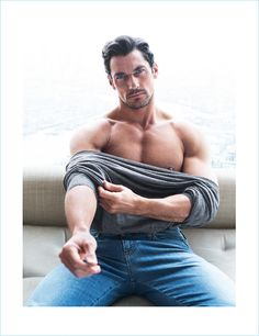 Top male model David Gandy is photographed in a relaxed editorial series by fashion photographers Hunter & Gatti for the latest issue of Código Único. See the shoot below: David James Gandy, David Gandy Body, David Beckham, David Gandy 2017, David Gandy Style, Poses For Men, Hommes Sexy, Male Photography, Fitness Photography