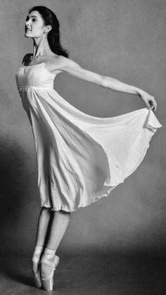 Photo Vikki Sloviter Ballet Feet, Ballet Bag, Ballet Poses, Ballet Dancers, Dance Art, Dance Music, Ballet Photography, Photography Ideas, Ballet Images