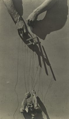 Tina Modotti, Hands of a Puppeteer, 1929