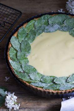 tarta miętowa z białą czekoladą i kandyzowanymi listkami mięty, mint tart with white chocolate ganache and candied mint #tarta #mięta #tart #mint