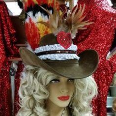 Cowboyhoed met kant, veren en paillettenhart - toppers 2017 - PW Hoofs