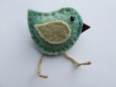 little felt bird- cute adaptable idea for many uses: gift topper, mobile. wall art, adorn most anything.